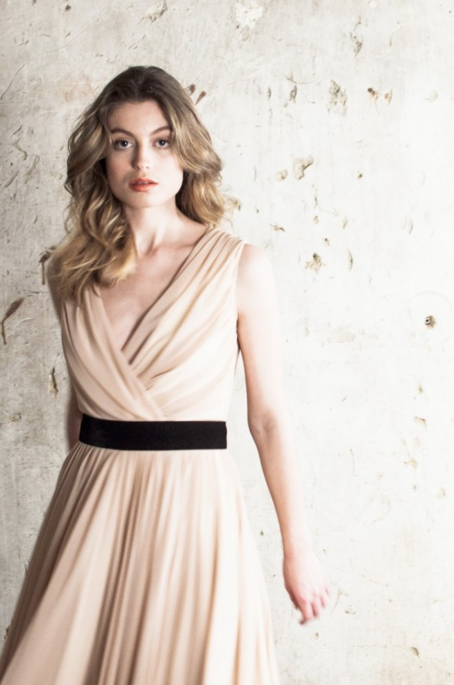 Rochie elegantă crem, Foto: fashiongum.com