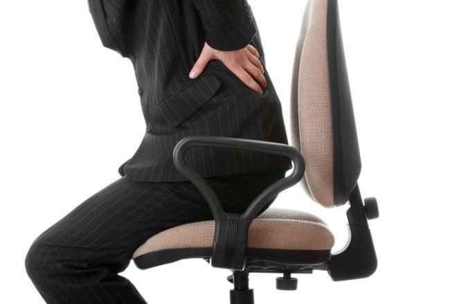 Statul pe scaun prea mult timp creează dureri de spate, Foto: precisionnutrition.com