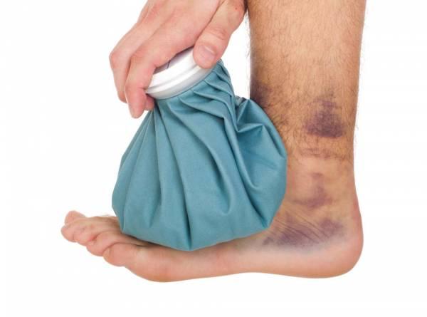 Aplicarea compresei cu gheață la picior și gleznă, Foto: breakingmuscle.com