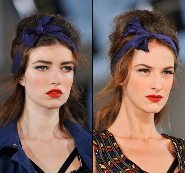 Bentiță albastră în păr, Foto: fashionising.com
