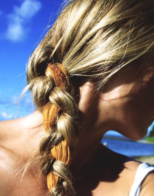 Coafură cu eșarfă împletită în păr, Foto: goldfishkiss.com