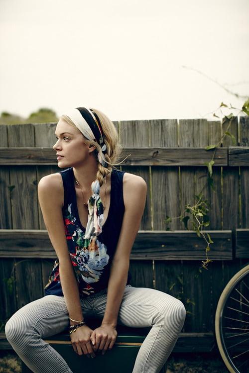 Coafură cu eșarfă potrivită pentru acest sezon estival, Foto: blog.anthropologie.com