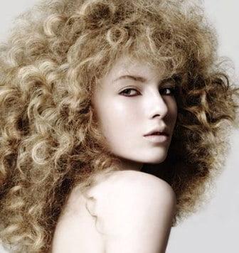 Coafură cu volum pentru păr blond, Foto: centrlotos.ru