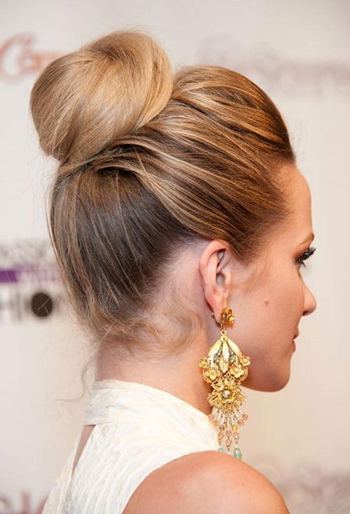 Coafură deosebită cu părul prins în coc, Foto: dansmonboudoir.fr