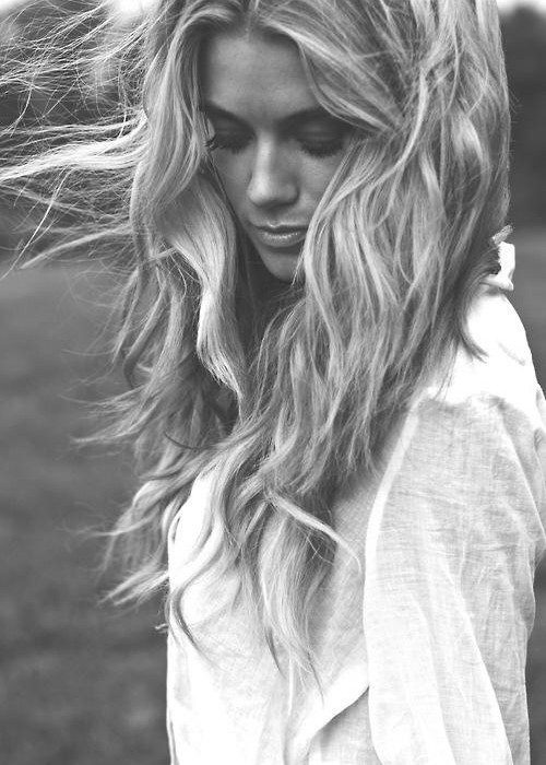 Coafură modernă Beach Waves, Foto: thesimplybeloved.com