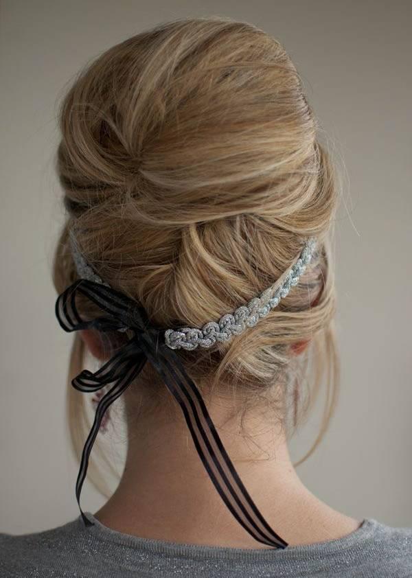 Coafură romantică cu bentiță, Foto: shelookbook.com