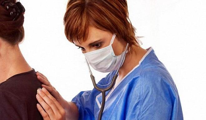 Consultația medicală în caz de hemoptizie, Foto: doctorfm.ru