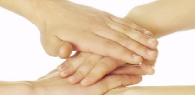 Contaminarea cu stafilococi se poate face prin atingerea mâinilor