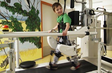Lokomat PRO, dispozitiv medical pentru recuperarea copiilor cu suferințe locomotorii, Foto: fondation-melio.org