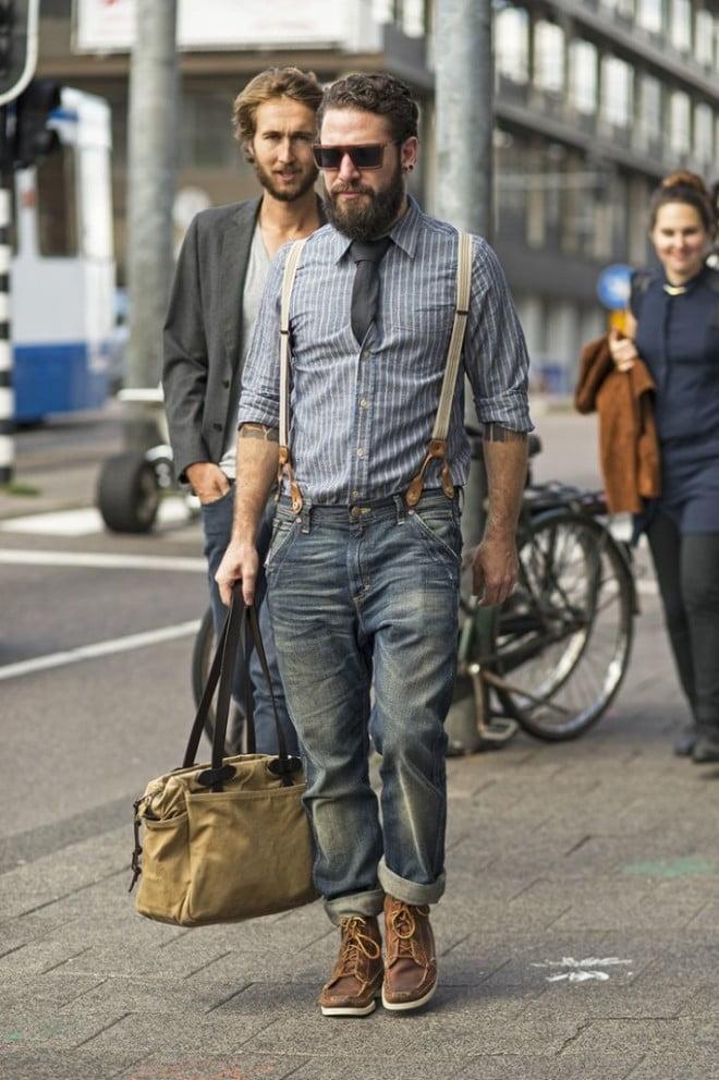 Lumbersexual cu barbă, cămașă în dungi, blugi și bretele, Foto: metaphor.ro