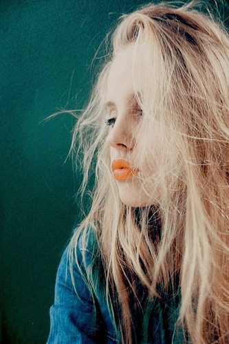 Machiaj cu ruj portocaliu, Foto: grungestylefashon.tumblr.com