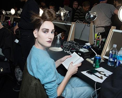 Marc Jacobs a optat pentru rujul mov închis, sprâncene accentuate și fard de pleoape mat, Foto: en.vogue.fr