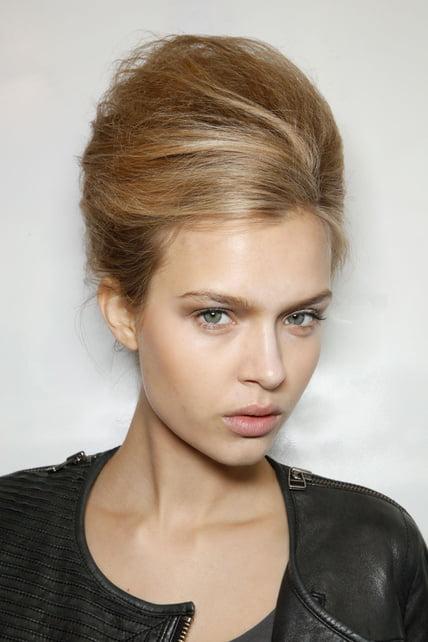 Părul prins în coc în stil Brigitte Bardot, Foto: smoda.elpais.com