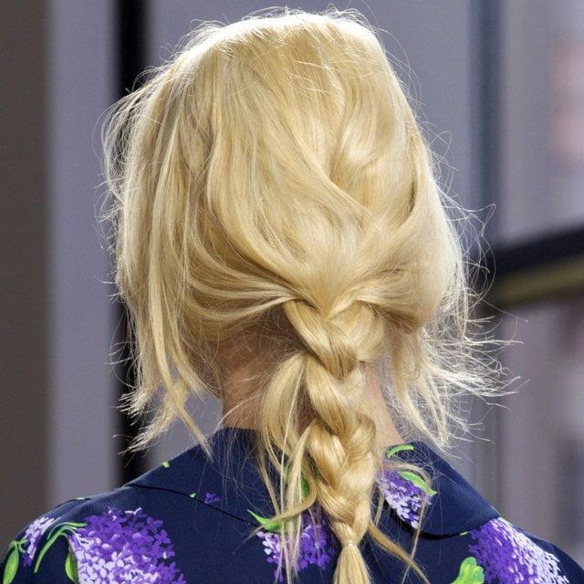 Păr împletit lejer în coadă, Foto: cosmopolitan.fr