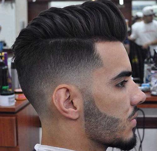 Părul este lung deasupra capului și tuns foarte scurt pe părțile laterale, Foto: mens-hairstyle.com