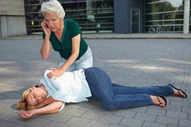 Pierderea conștienței victimei, chemarea ambulanței, Foto: drwilderman.com