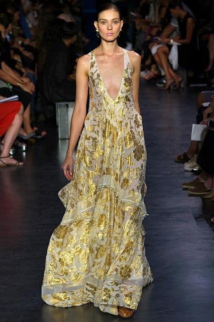 Rochie cu imprimeu auriu, Foto: vogue.co.uk