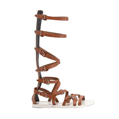 Sandale gladiator cu catarame și fermoar, Foto: vogue.com