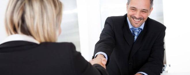 Zâmbetul, strângerea de mână, Foto: joblicity.com