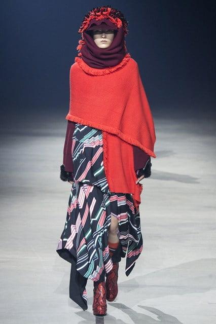 Pelerină în tendințele modei, Foto: globefashionrunway.com