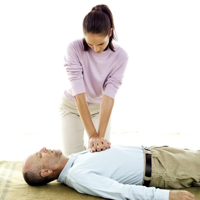 Resuscitare cardiopulmonară, Foto: firststeps2urbanoutreach.com