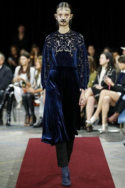 Rochie din catifea și dantelă Givenchy, Foto: vogue.co.uk