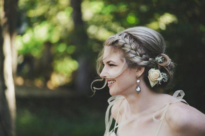 Coafură recomandată pentru nuntă sau botez, Foto: updo-wedding-hairstyles-with-messy-braids