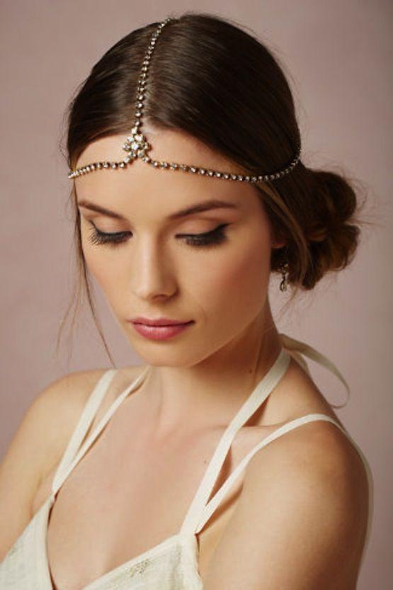 Coafură trendy, chic, cu bijuterie de păr, Foto: accessoirescheveuxchic.com