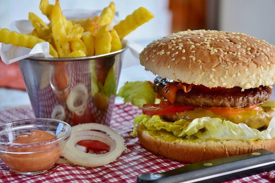 2-mancarea-fast-food-mancare-procesata