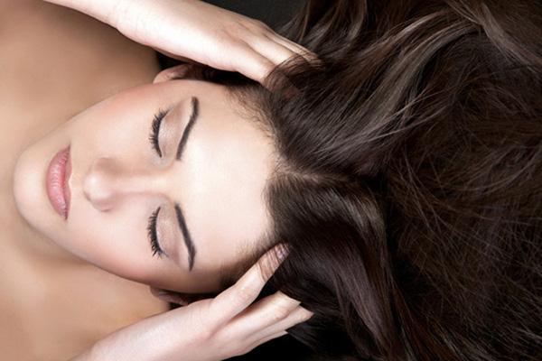 Uleiul de nucă este un produs cosmetic bun pentru piele, unghii și păr, Foto: exclusivesbeauty.com