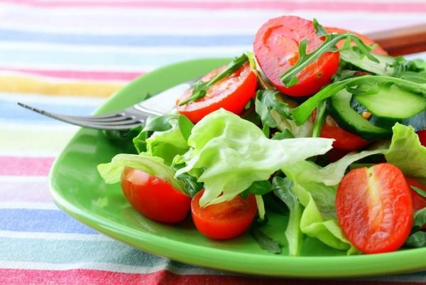 Salată din roșii, castravete, marole, Foto: liveinternet.ru