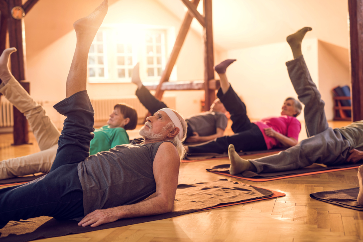 Exerciții de întreținerea sănătății, de pilates, pentru persoanele cu vârsta peste 50 de ani, Foto: health.usnews.com