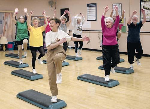 Exerciții pe muzică pentru persoanele în vârstă, Foto: silverevolution.wordpress.com
