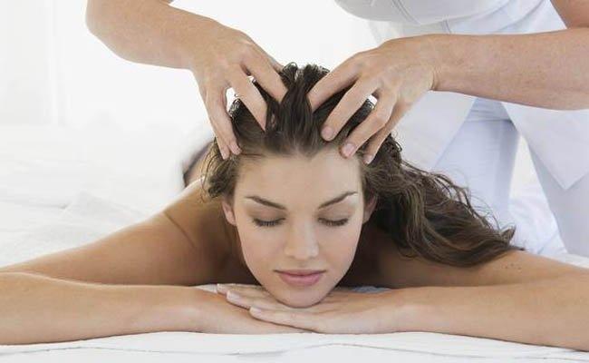 Masajul scalpului cu ulei cald, Foto: diyhealthremedy.com