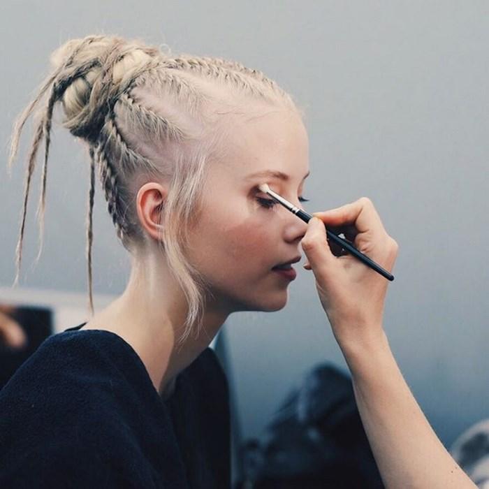 Variantă de coafură cu părul împletit, Foto: dazeddigital.com