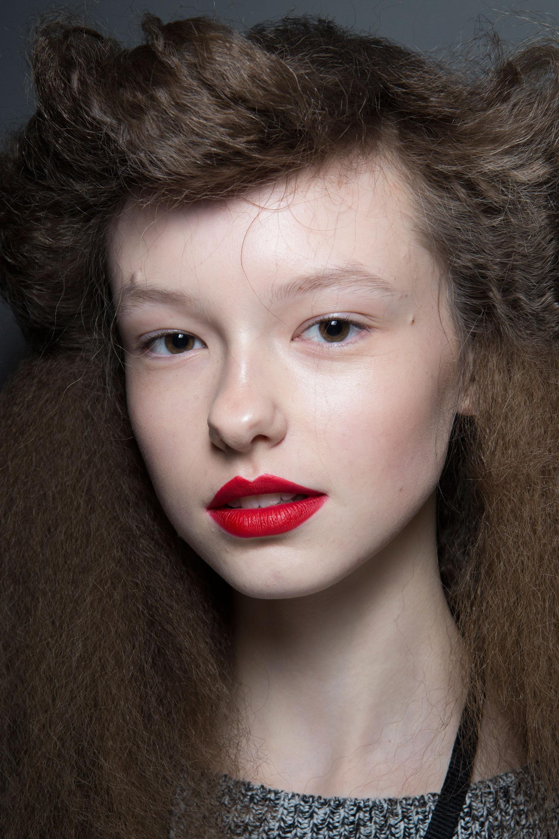 Variantă de coafură pentru părul lung