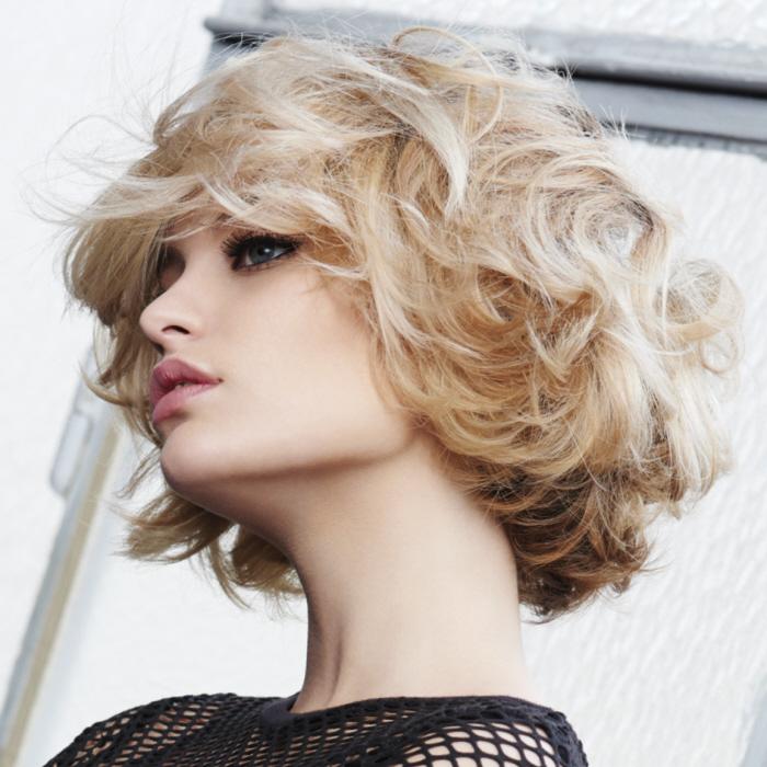 Coafură pentru păr ondulat, Foto: abcfeminin.com