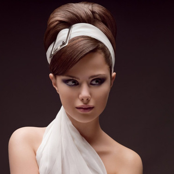 Coafură feminină, în stil retro, Foto: dicaslegais.net