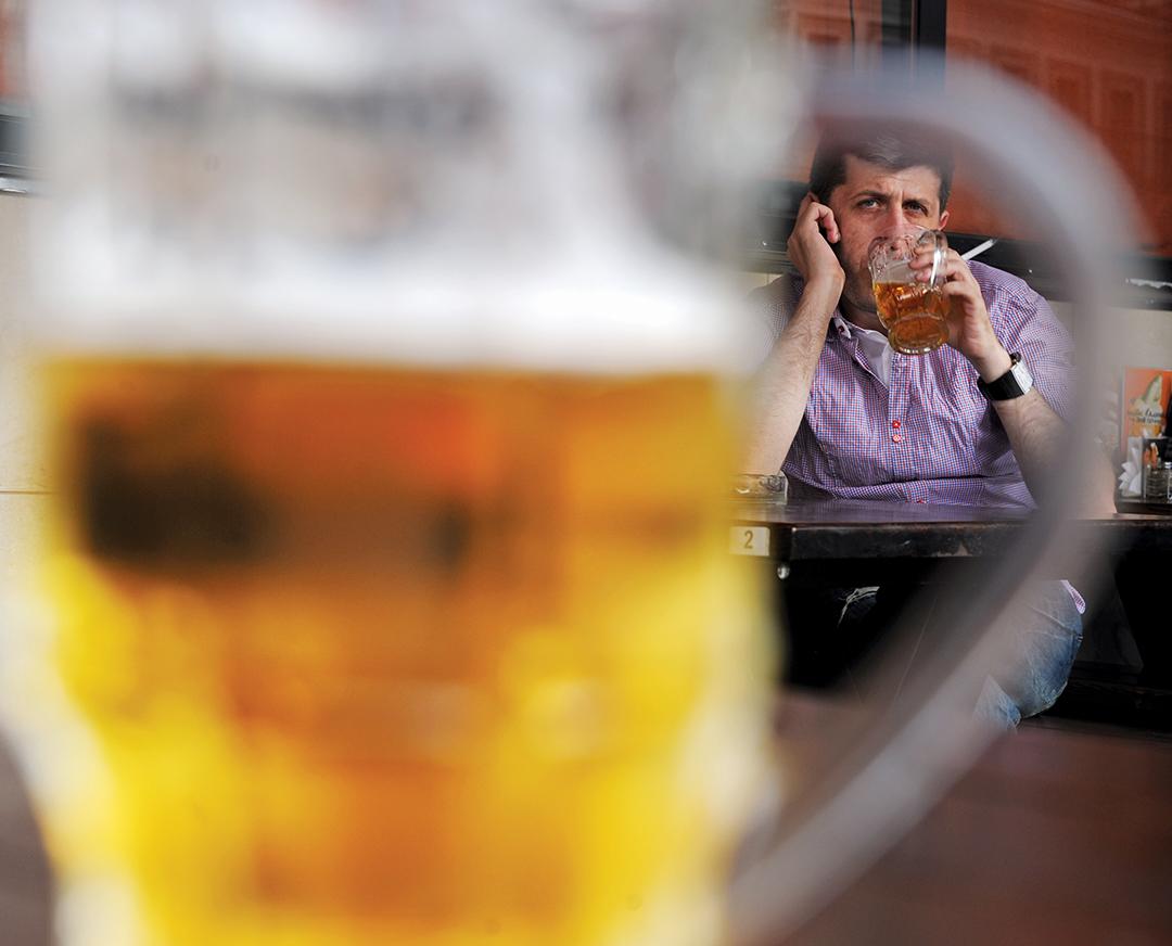 Consumul excesiv de alcool, Foto: apdf-magazine.com