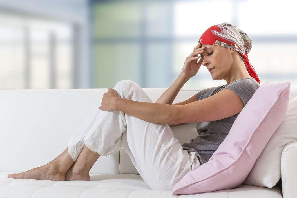 femeie care sufera de cancer