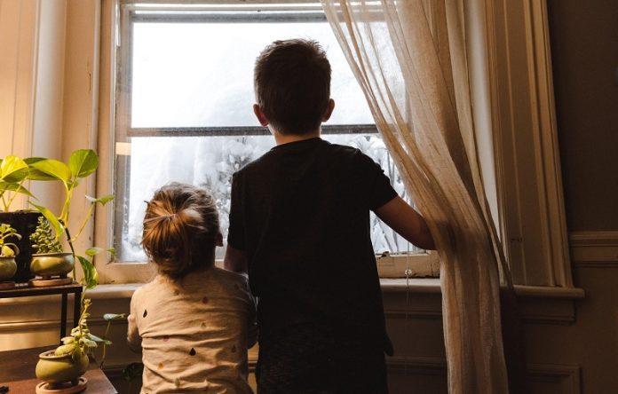 copii la geam